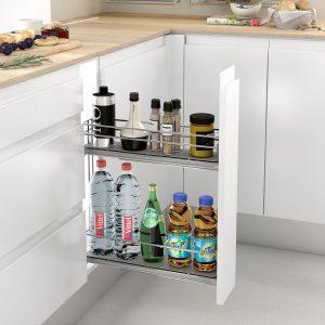 Botellero extraíble y práctico en una cocina moderna