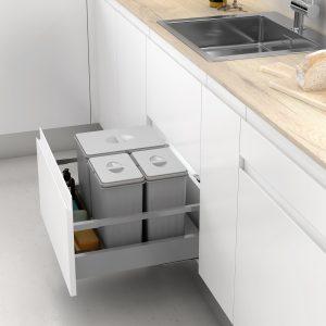 Cubos de basura para reciclar en cajón de cocina
