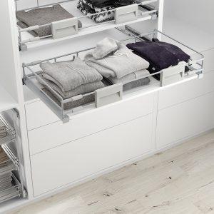 Bandeja extraíble diseñada para el interior de un armario vestidor