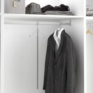 Percha de mango largo para poder acceder a las prendas más altas