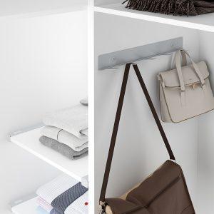 Soporte para bolsos para ordenarlos en un armario vestidor