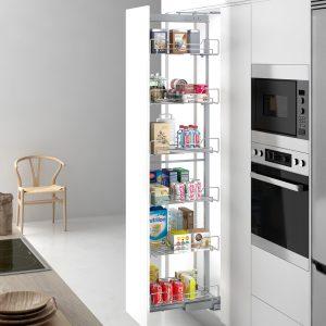 Columna extraíble para ordenar la despensa en la cocina